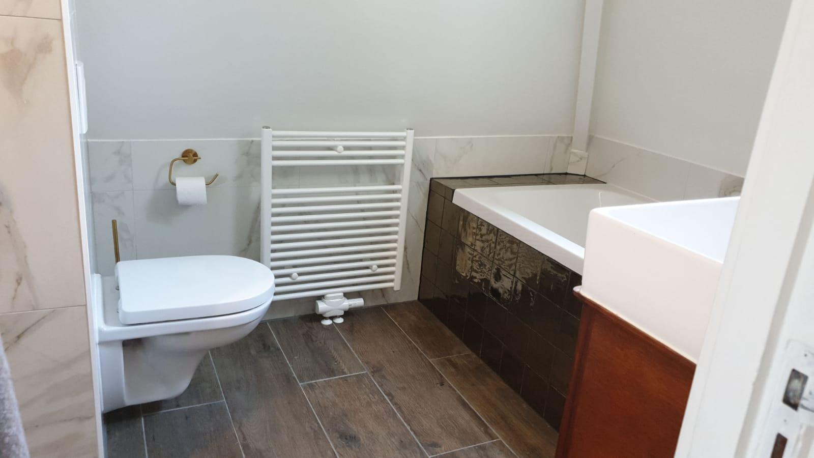 stuukwerk-in-de-badkamer-klusjesman-rotterdam